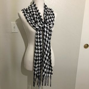 DONATE 12/31❗️Houndstooth Scarf black white fringe